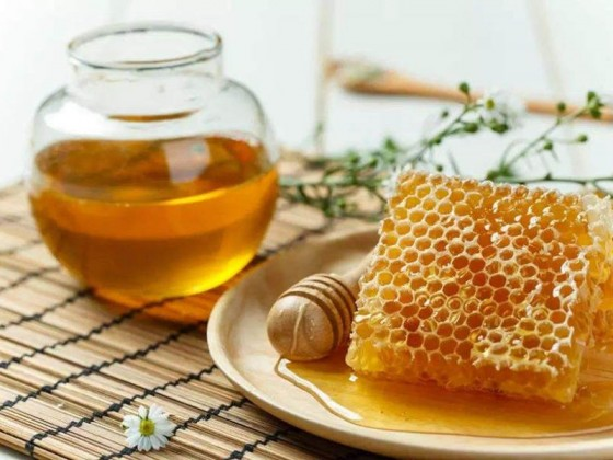 蜂蜜杏仁牛奶美白吗