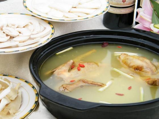 怀孕初期可以喝燕窝炖鸽子汤吗