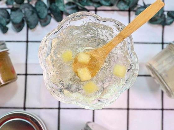 燕窝炖好后碗边有一层结晶能不能吃