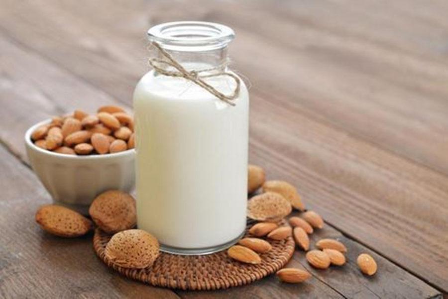 纯牛奶涂身体可以美白吗