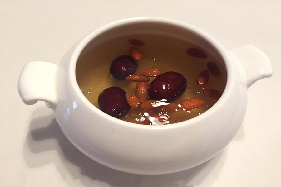 经期能吃红枣炖燕窝吗