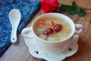 燕窝炖红枣牛奶的做法