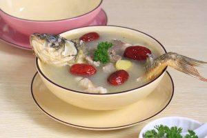 鲤鱼汤炖燕窝的做法