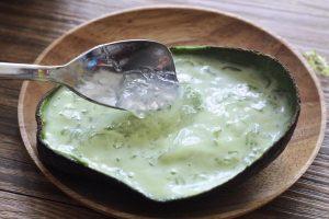 牛油果牛奶炖燕窝的做法