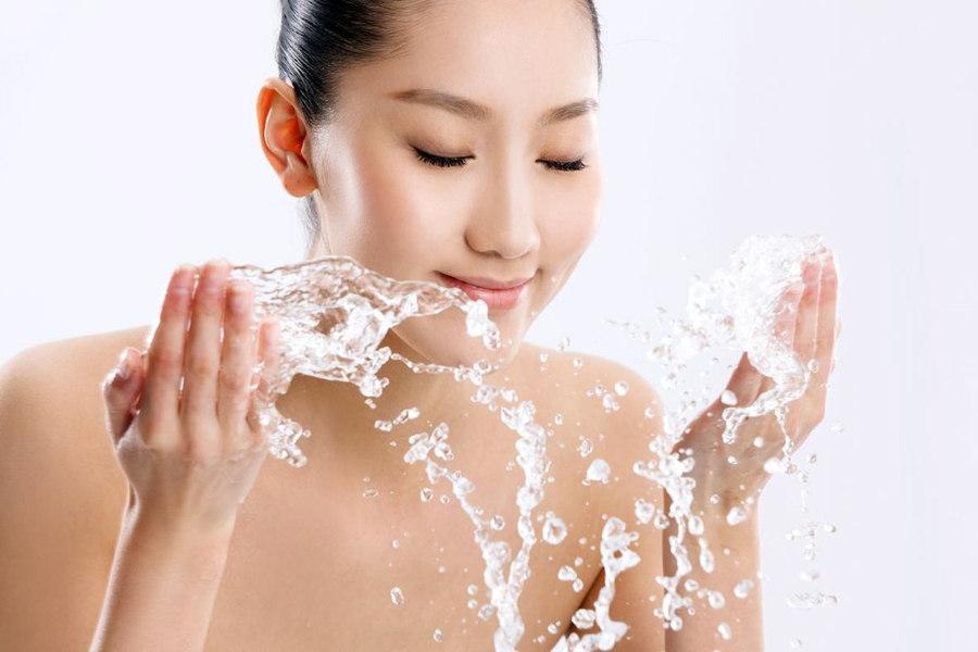 温水放什么洗脸美白