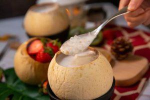 椰青炖燕窝牛奶的做法